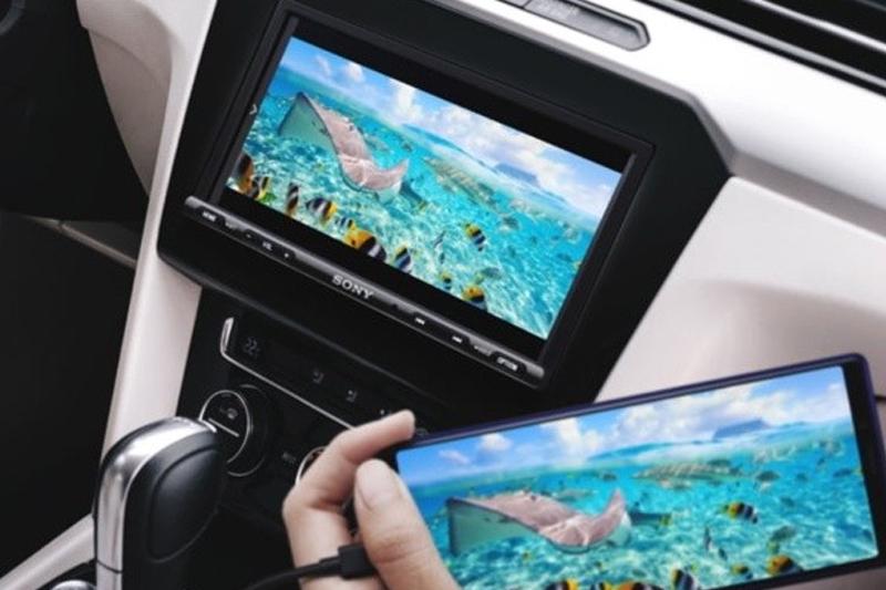 Sony presenta nueva pantalla para smartphone en el auto